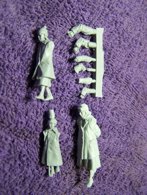 Stalingrad Russian Refugees, 1941-42 in 1/35th Scale (S-3070) Big Set Russian%20Refugees%201941-45%20Woman%20with%20children_zps9j8zsgj1