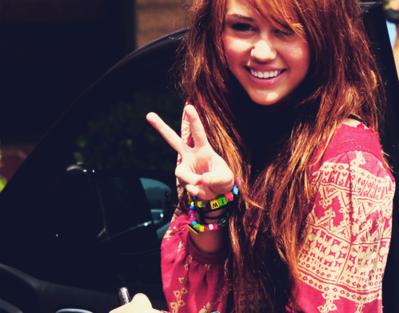 Miley Cyrus - Page 2 Tumblr_l306fyMY1M1qzjggvo1_500-1