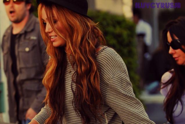 Miley Cyrus - Page 3 Tumblr_l5ardfZY0A1qzjggvo1_500_large