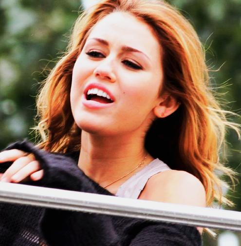 Miley Cyrus - Page 2 Tumblr_l8ci0r5gz71qbxdnto1_500