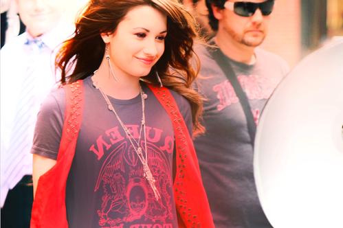 Demi Lovato  - Page 4 Tumblr_lcapaq7eZM1qcuszbo1_500