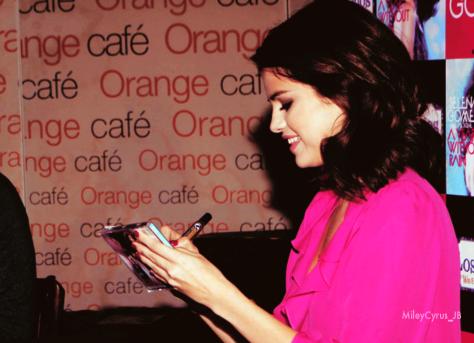 Selena Gomez - Page 4 Tumblr_ldjx8w4SaL1qe0kcno1_500