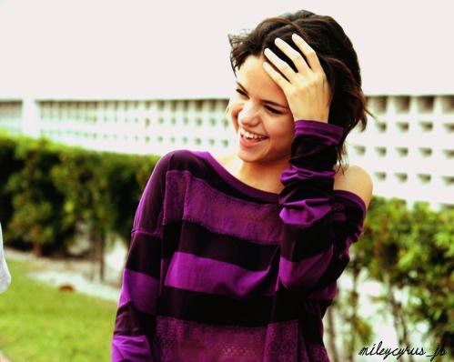 Selena Gomez - Page 4 Tumblr_ldnaqoNHUl1qe0kcno1_500
