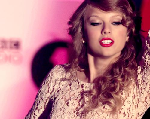 Taylor Swift - Page 4 Tumblr_leczwhvLba1qzl4vco1_500