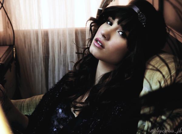 Demi Lovato  - Page 4 Tumblr_lg3y174qaf1qe0kcno1_500