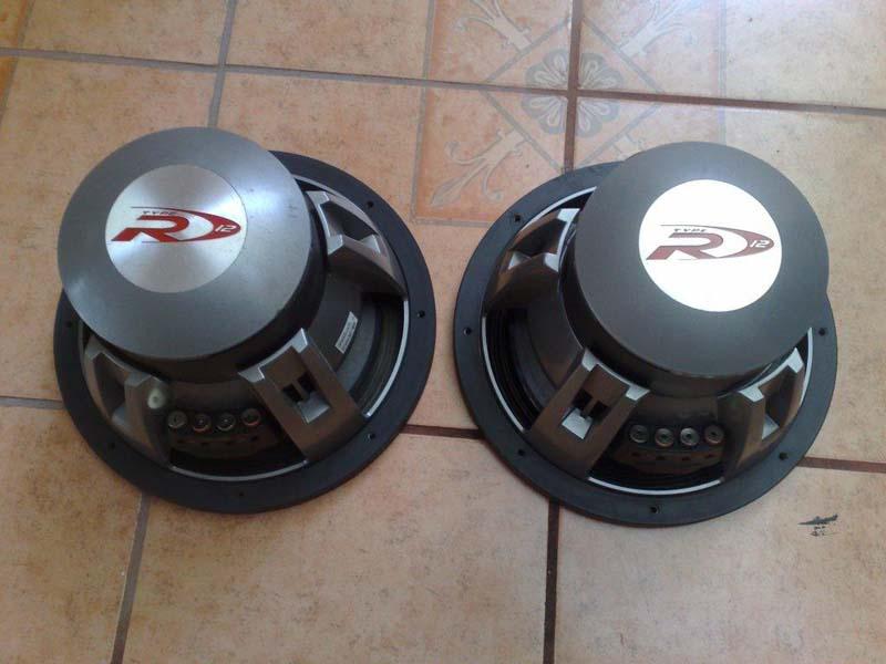 Woofers Alpine Type R y Audiobahn Typer03