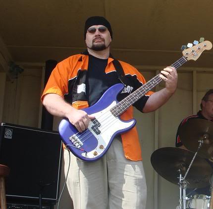 Fender precision bass Mexicano DogBone01
