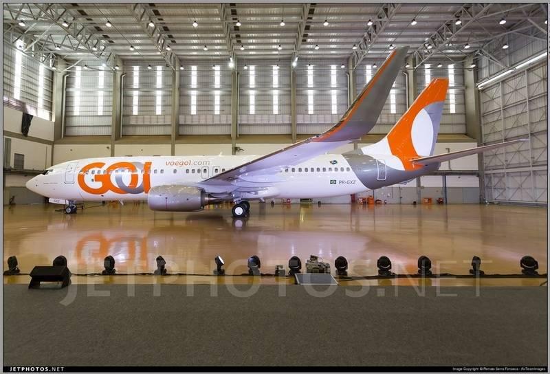 Gol new livery no 737-800 Gol%20nova%20pintura_zpsciby2i38