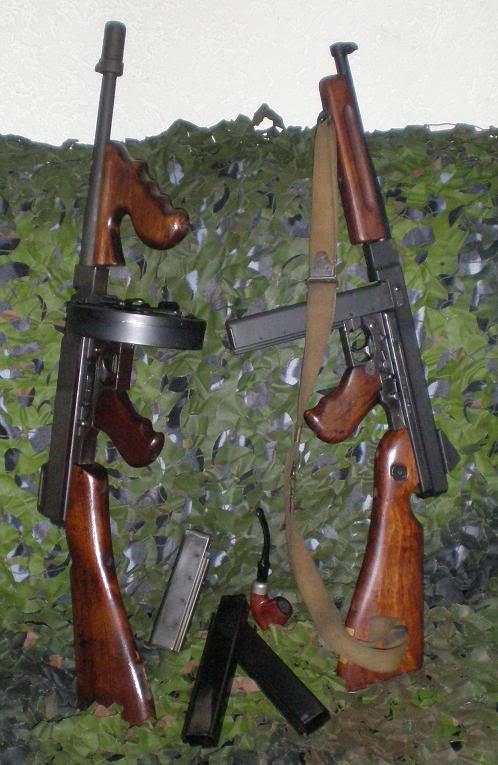 Pistolets-mitrailleurs : on n'en parle pas beaucoup ! - Page 2 Kaboom-Thompson1928A11928M1A1-cal45