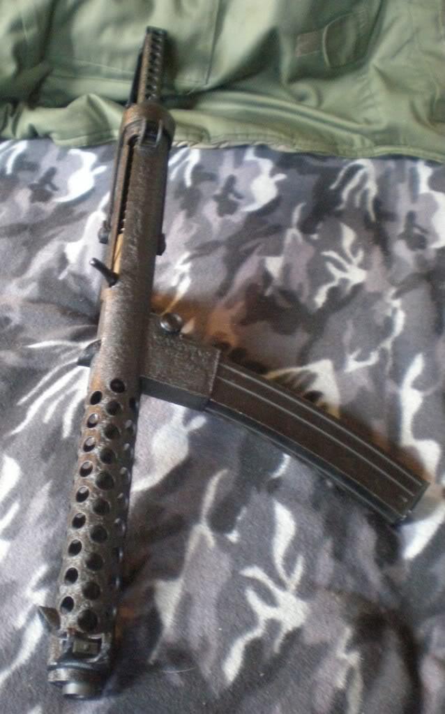 Pistolets-mitrailleurs : on n'en parle pas beaucoup ! - Page 2 Sterling-PatchettMk4L2A304