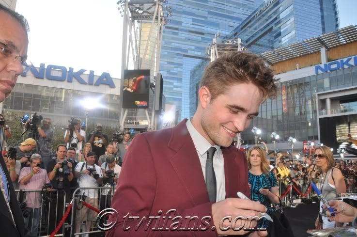 Robert Pattinson, semplicemente ROB - Pagina 9 RobertPattinsonEclipsePremiere16