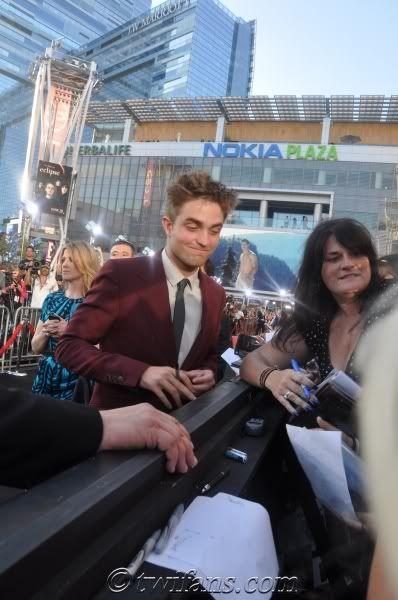 Robert Pattinson, semplicemente ROB - Pagina 9 RobertPattinsonEclipsePremiere24