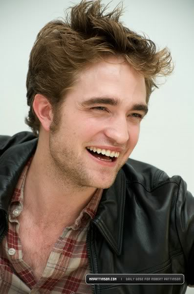 Robert Pattinson: Tema Principal - Página 5 Presssmile-1