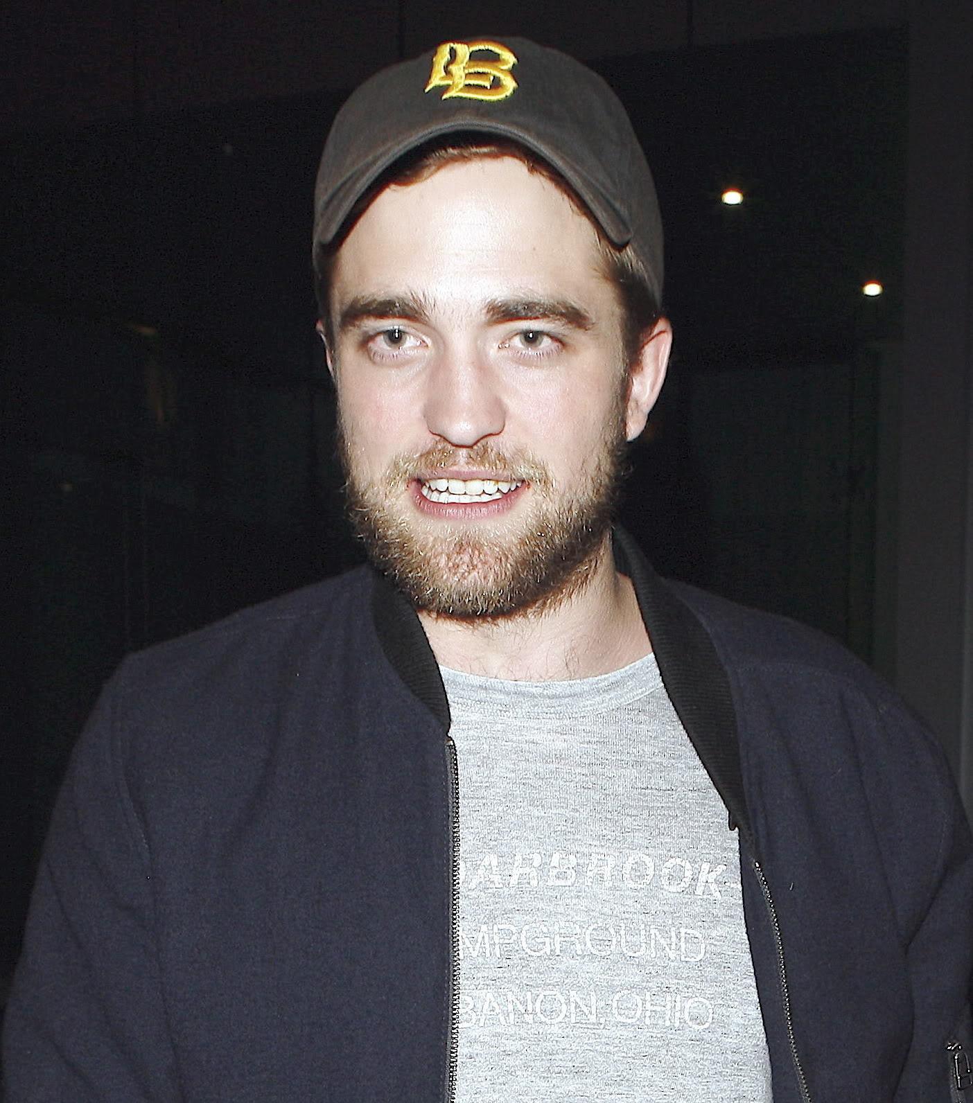 Robert Pattinson: Tema Principal - Página 5 Attemptedsmile