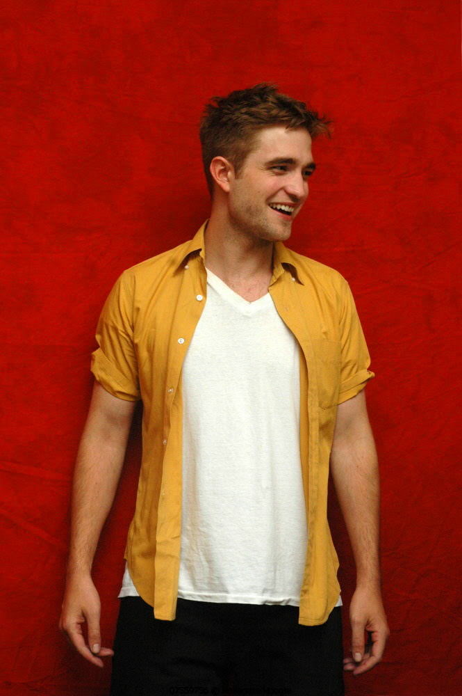 Robert Pattinson - Página 34 Mustard1