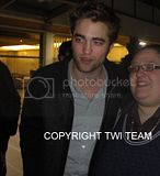 Robert Pattinson, Kristen Stewart , Taylor Lautner et Chris Weitz, à Paris, le 10 Novembre 2009... - Page 4 Th_CIMG6436B