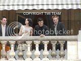 Robert Pattinson, Kristen Stewart , Taylor Lautner et Chris Weitz, à Paris, le 10 Novembre 2009... - Page 4 Th__ROBKRISTENPARIS10NOV023bjpg_-1