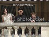 Robert Pattinson, Kristen Stewart , Taylor Lautner et Chris Weitz, à Paris, le 10 Novembre 2009... - Page 4 Th__ROBKRISTENPARIS10NOV027Bjpg_-1