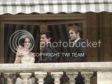 Robert Pattinson, Kristen Stewart , Taylor Lautner et Chris Weitz, à Paris, le 10 Novembre 2009... - Page 4 Th__ROBKRISTENPARIS10NOV037Bjpg_-1