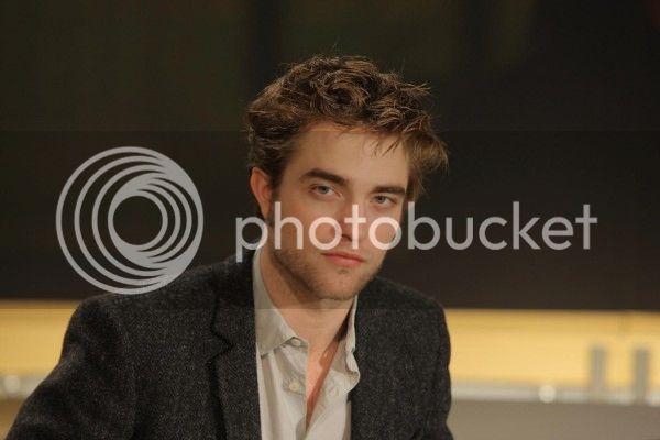 Robert Pattinson, Kristen Stewart , Taylor Lautner et Chris Weitz, à Paris, le 10 Novembre 2009... - Page 4 Journal_003