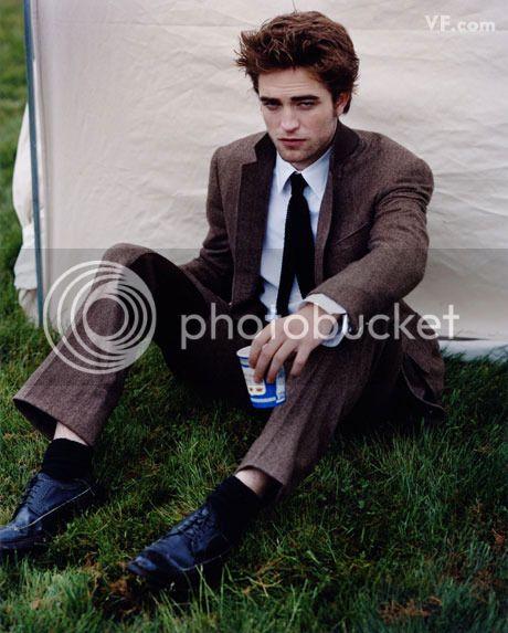 Vanity Fair - 2009 - Page 2 Pattinson-D-0912-15