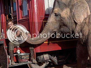 Water for Elephants : Photos  + Vidéos du tournage... - Page 11 Robert-pattinson-2-320