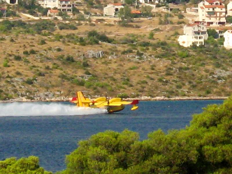 Avioane cisternă (pompieri) - Pagina 2 Img_06
