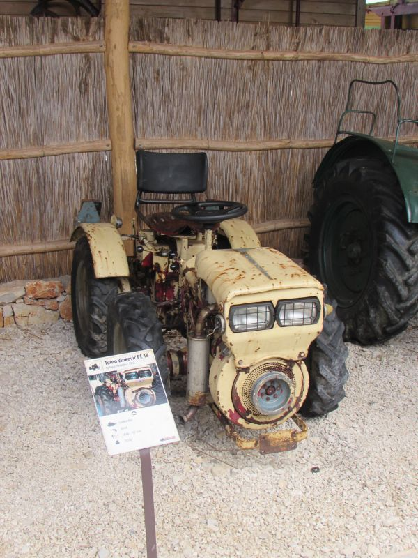 Traktor story – muzej traktora kod porečke Nove Vasi TractorStory028