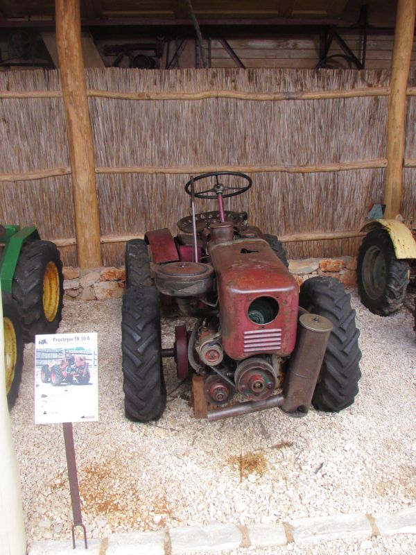 Traktor story – muzej traktora kod porečke Nove Vasi TractorStory029