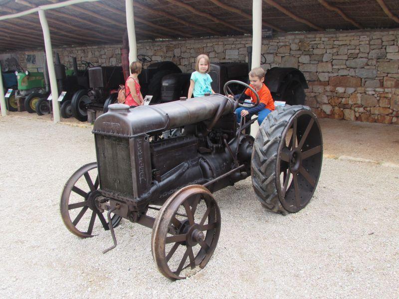 Traktor story – muzej traktora kod porečke Nove Vasi TractorStory043