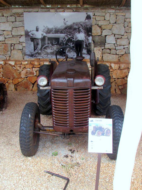 Traktor story – muzej traktora kod porečke Nove Vasi TractorStory057