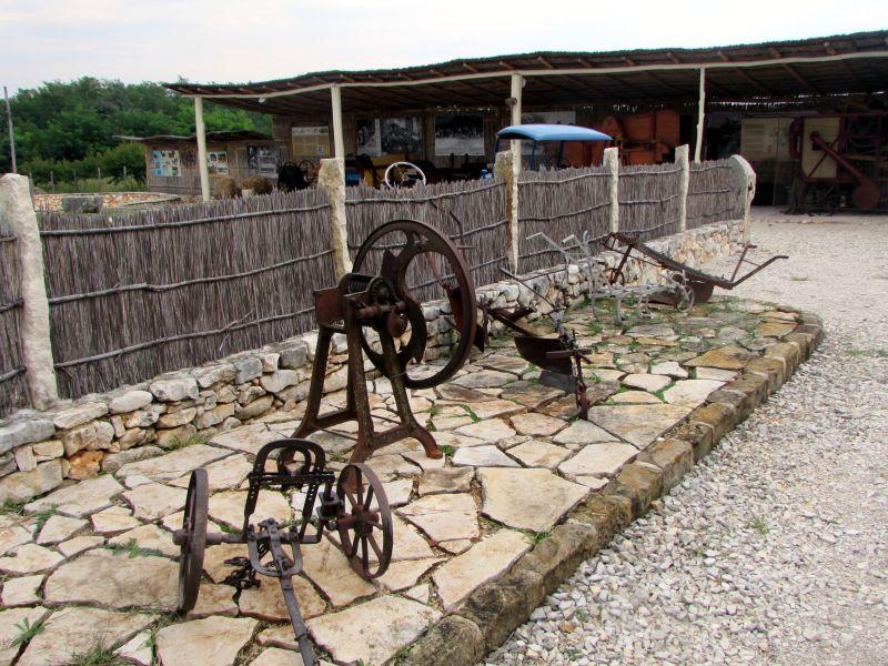 Traktor story – muzej traktora kod porečke Nove Vasi TractorStory087