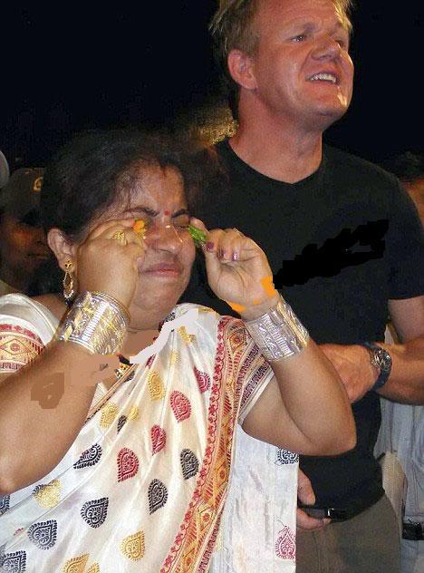 فتاه هندية تأكل الفلفل الحار .. وتعصره في عينيها ايضا  Image007