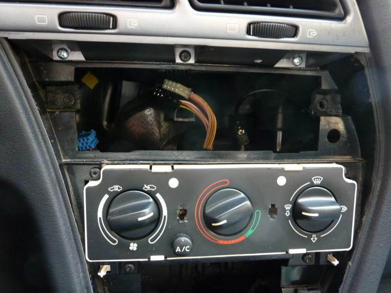 [ CALEFACCIÓN ] Desmontar los mandos de la calefacción  P1070333