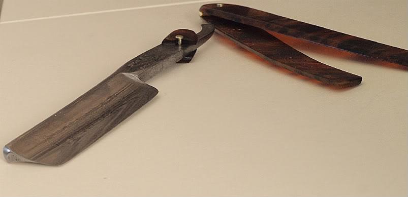Los tres caballeros, les rasoirs envoyés à  Maximillian  P4052890