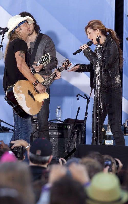 Miley Cyrus y Bret Michaels rock en GMA 1-103