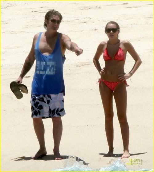 Miley Cyrus en playas de México 2-80