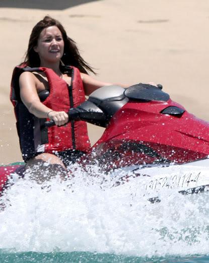 Demi Lovato: nuevo look (todo aqui) 3-103