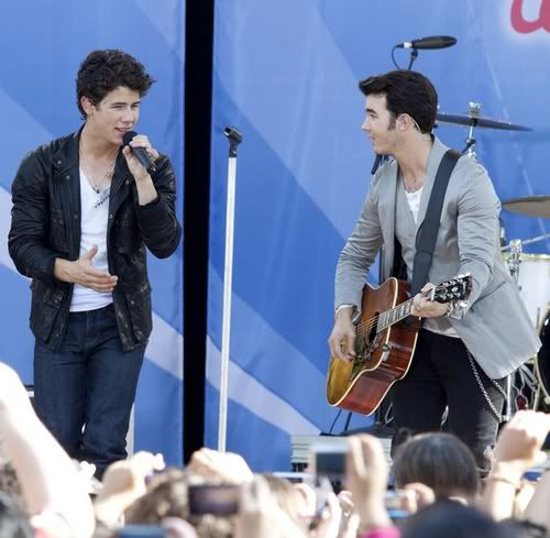 "Jonas Brothers, Demi Lovato, ""Good Morning America"" 4-73"