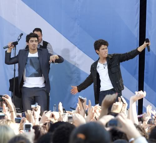 "Jonas Brothers, Demi Lovato, ""Good Morning America"" 5-67"