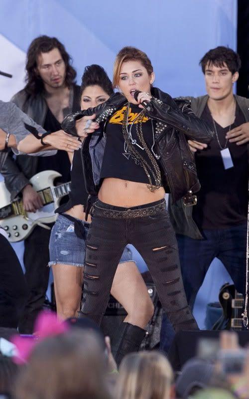 Miley Cyrus y Bret Michaels rock en GMA 5-87