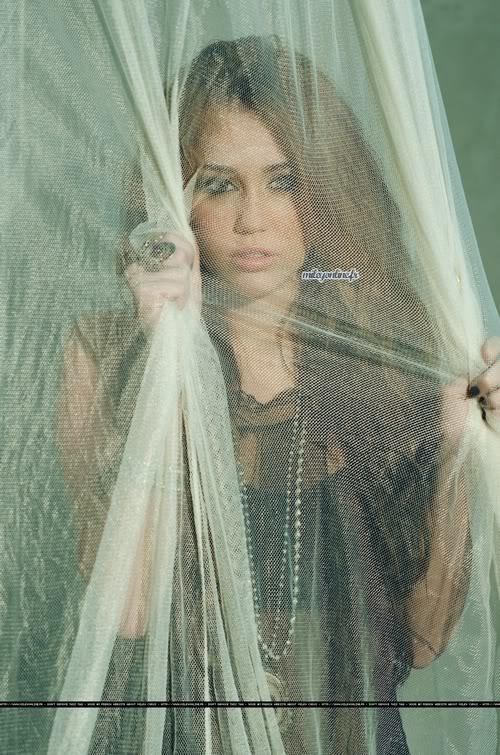 Miley Cyrus estrena su nuevo DISCO ''Can't be Tamed'' (todo aqui) 6-60