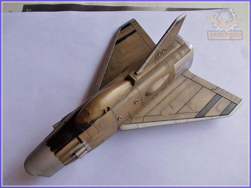 SKY-1 (ufo s.h.a.d.o.), terminado 15-11-12 82SKY-1ufopeazo-gato