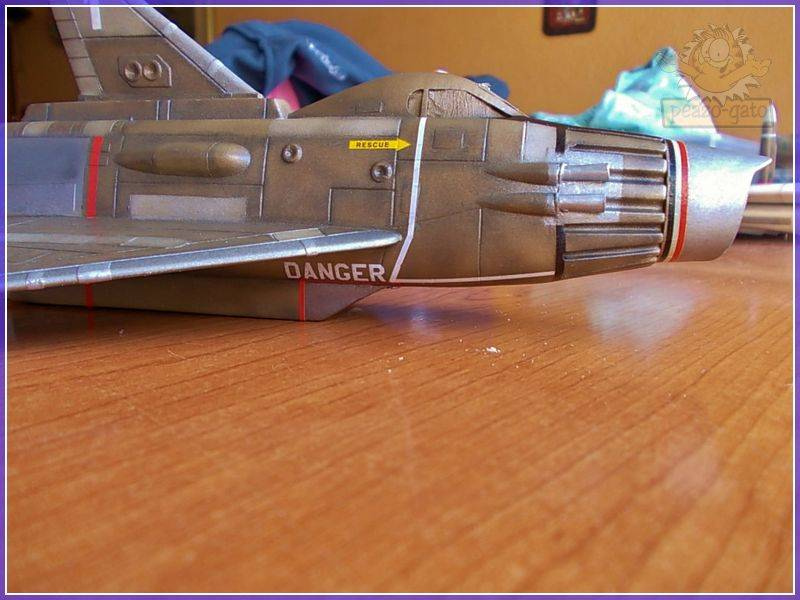 SKY-1 (ufo s.h.a.d.o.), terminado 15-11-12 93ordmSKY-1ufopeazo-gato