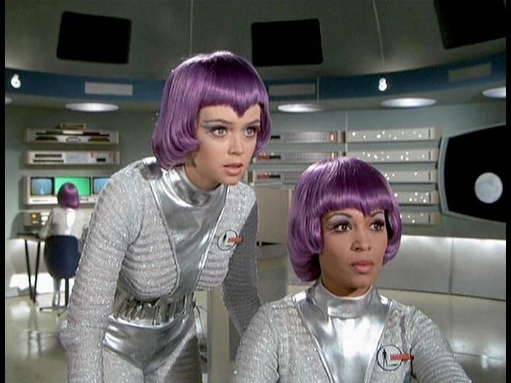 SKY-1 (ufo s.h.a.d.o.), terminado 15-11-12 Shado-ufo-girls-moonbase-21