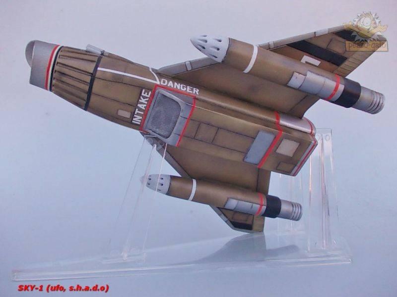 SKY-1 (ufo s.h.a.d.o.), terminado 15-11-12 101SKY-1ufopeazo-gato