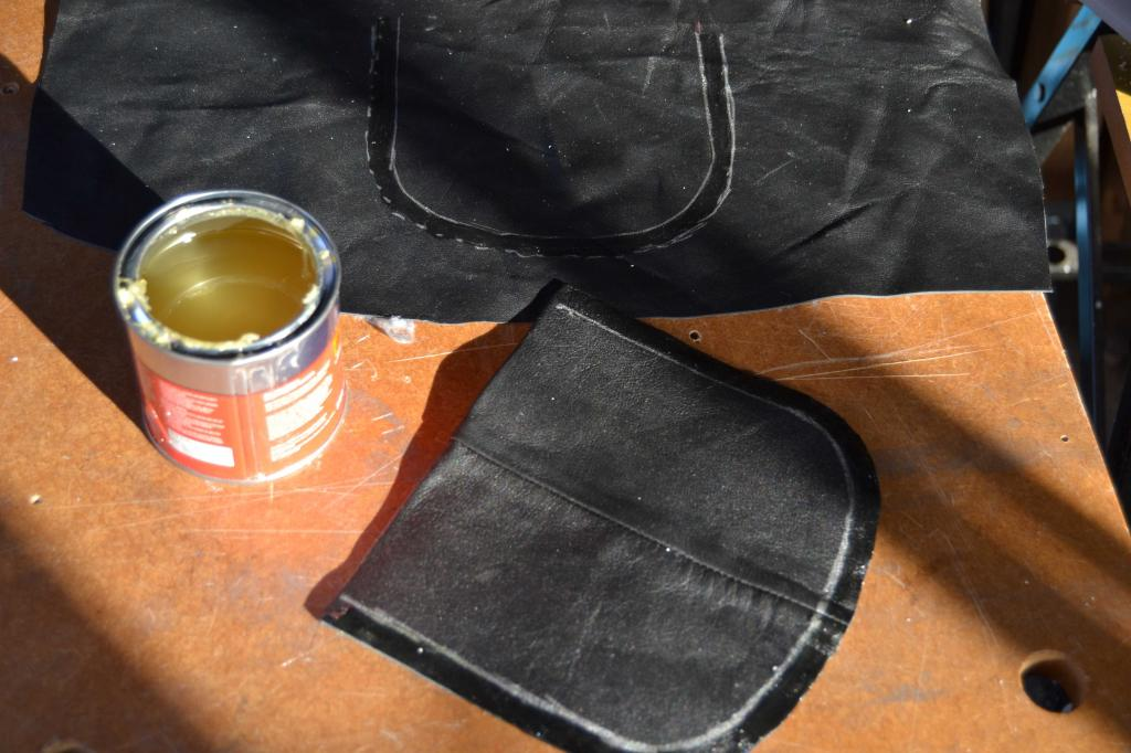 Leather Screen Pouch Fitted .......... 2005 Suzuki M800  Intruder  Pocket-assembly