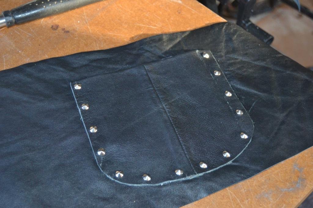 Leather Screen Pouch Fitted .......... 2005 Suzuki M800  Intruder  Pocket-loose