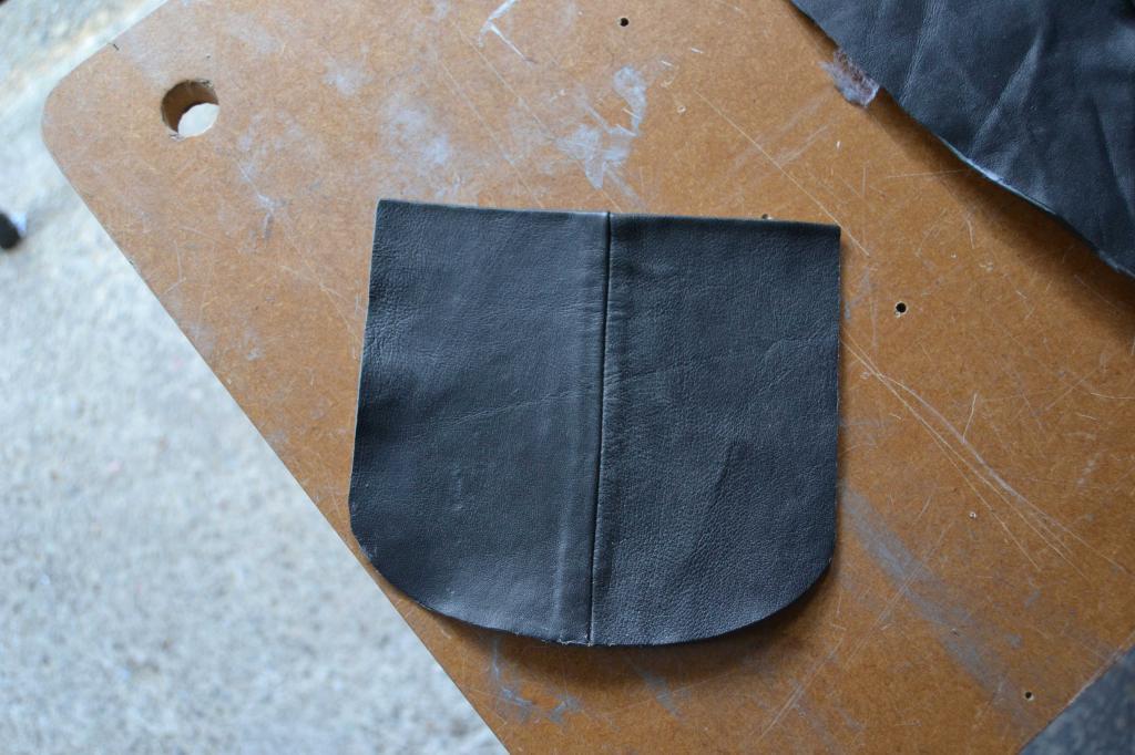 Leather Screen Pouch Fitted .......... 2005 Suzuki M800  Intruder  Pocket