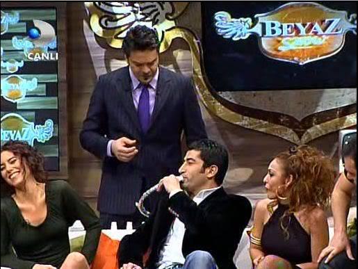 Ezel - serial turcesc difuzat pe  ATV  TR - Pagina 2 53